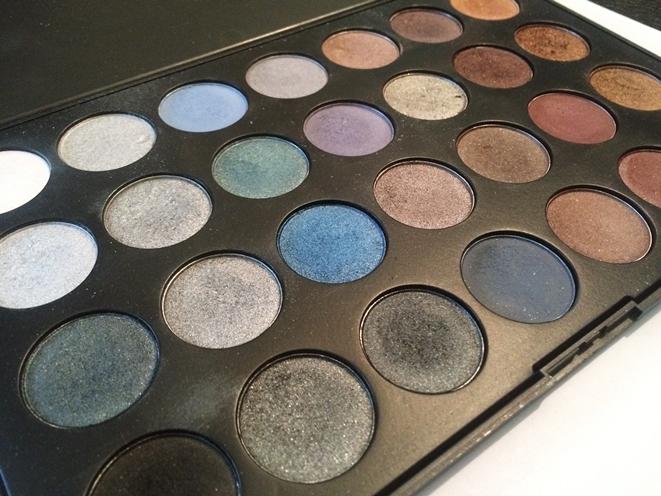 palette 28 couleurs irisées pb cosmetics.JPG