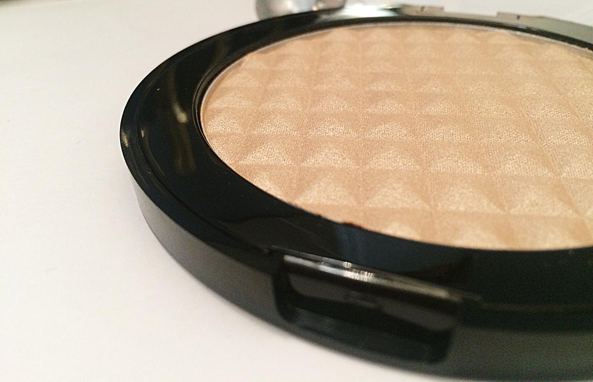 De l'highlighter pour une vie entière avec Makeup Révolution
