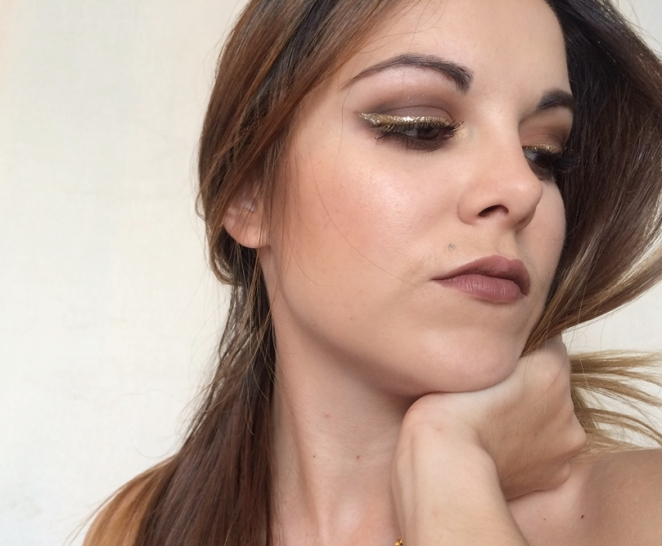 makeup marron liner gold