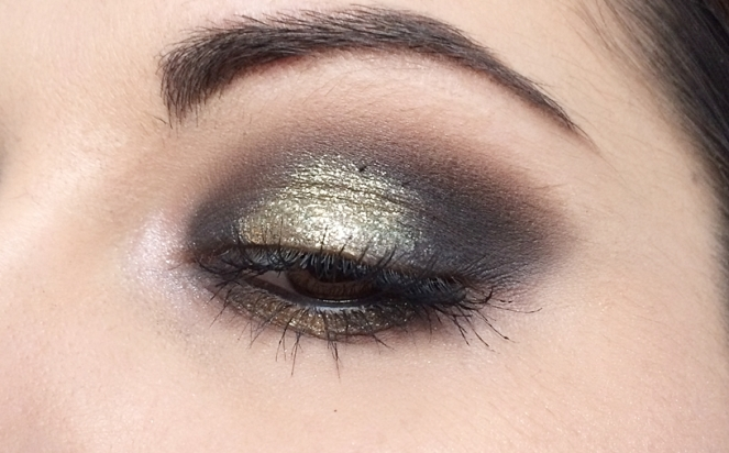 makeup black and gold.JPG