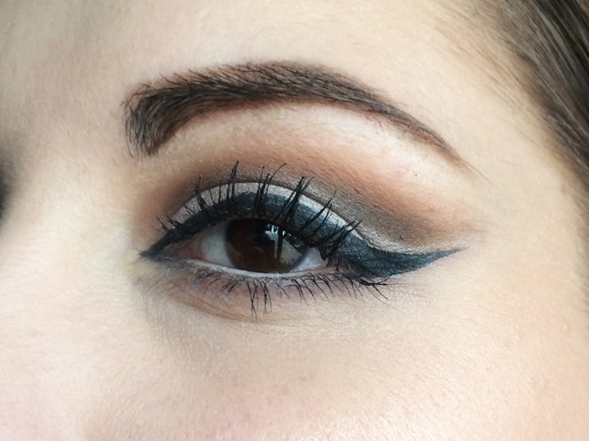 makeup cut crease liner precision kiko.JPG
